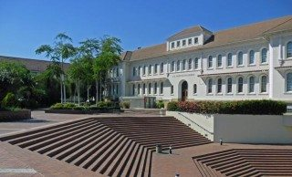 The Neethling Building at Stellenbosch University. Image: Lourie Pieterse [CC BY-SA 3.0 (http://creativecommons.org/licenses/by-sa/3.0) or GFDL (http://www.gnu.org/copyleft/fdl.html)], via Wikimedia Commons.