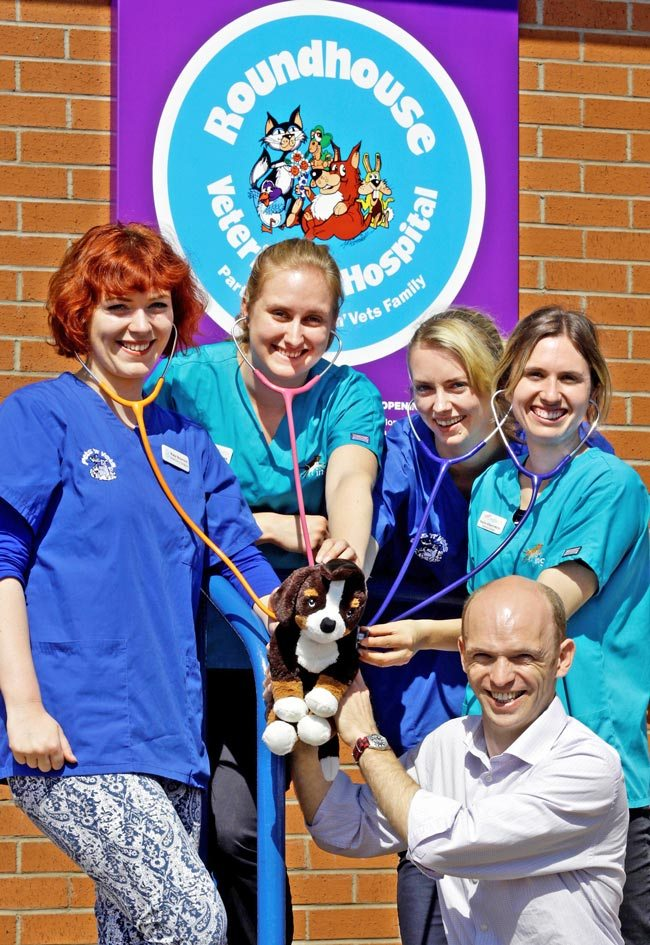 The Pets'n'Vets Family partner Ross Allan with new graduates. IMAGE: The Pets'n'Vets Family.
