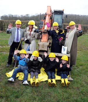 (L-R): MP Mark Francois, The Only Way is Essex star Amy Childs, Dogs Trust CEO Clarissa Baldwin and Dogs Trust chairman Philip Daubeny team up with some local schoolchildren to celebrate the breaking of the ground for the new Dogs Trust in Essex.