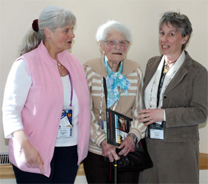 Mary with more recent female BVA presidents Dr Freda Scott-Park (2005/2006) and Nicky Paull (2008/2009).