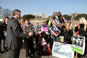 RSPCA chief executive Gavin Grant meets animal welfare campaigners in Ramsgate. Image courtesy RSPCA.