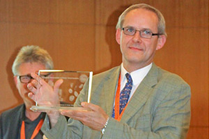 Neil Forbes receives the Helga Gerlach Award for Excellence in Avian Veterinary Sciences at the 11th European AAV Conference.