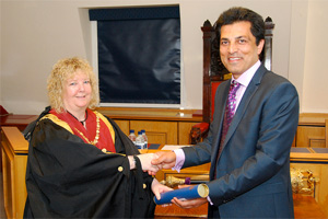 Mr Ardani receives his registration from RCVS president Jacqui Molyneux
