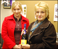 L-R: VBD recuitment sales executive Rachel Thorne and prize-winner Trudy Slaymaker